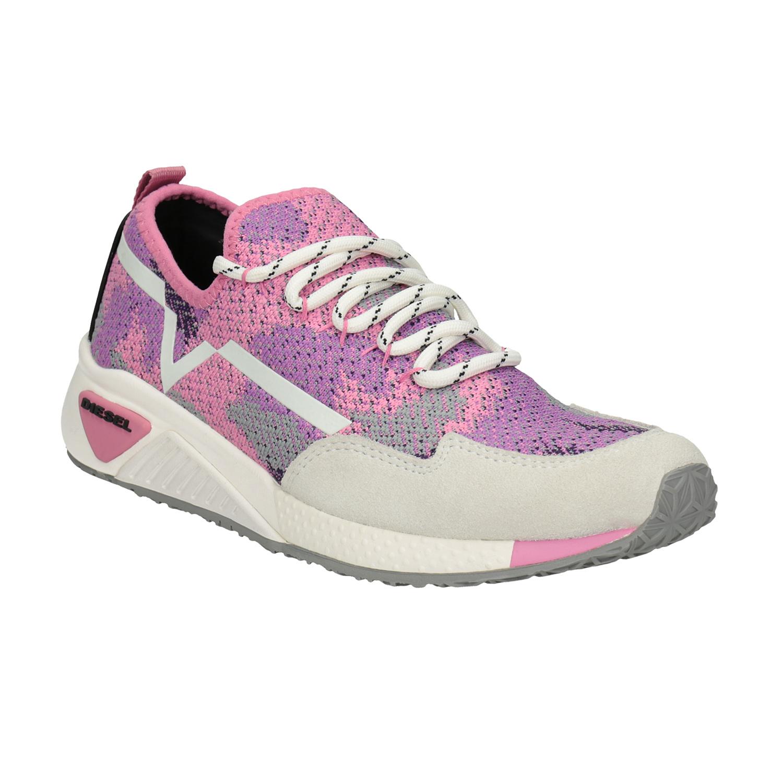 Růžové sportovní tenisky