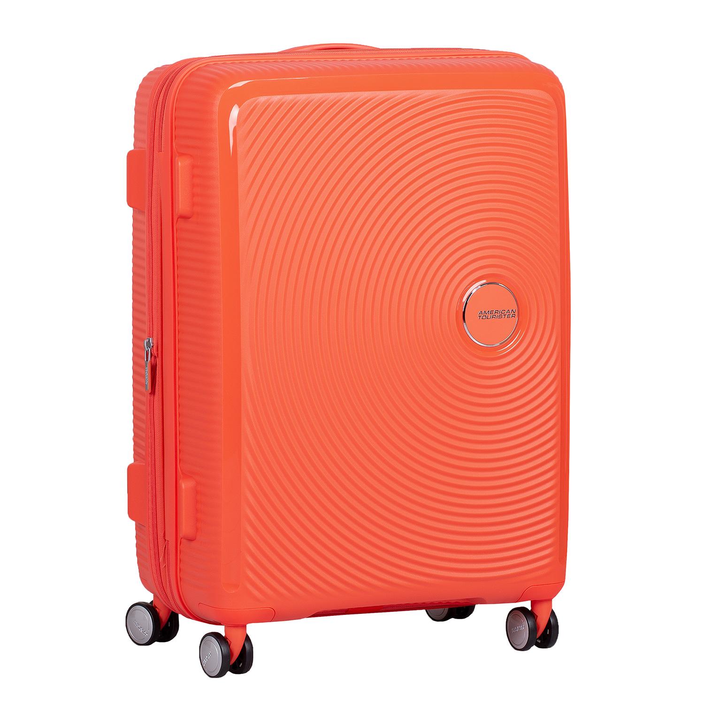 Oranžový kufor na kolieskach
