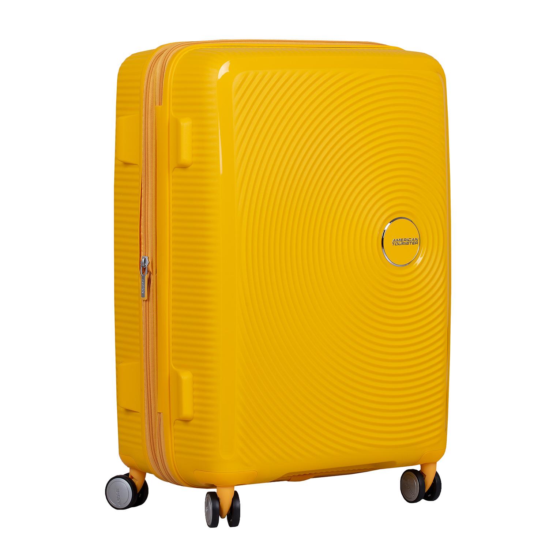 Žlutý kufr na kolečkách