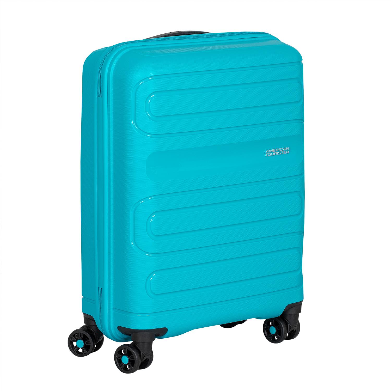 Modrý cestovný kufor na kolieskach
