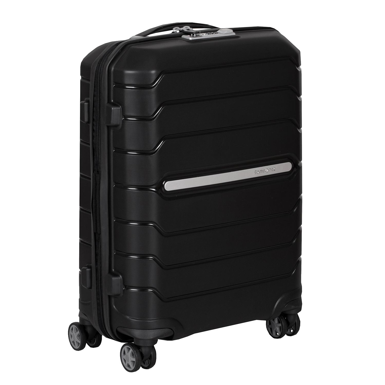 Čierny cestovný kufor na kolieskach